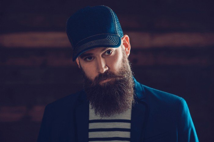 Pros and Cons of using the Best Beard Straightener